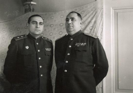 Название: 5  Сухомлин АВ и Озеров ФП 1950 год.jpg Просмотров: 188  Размер: 59.8 Кб