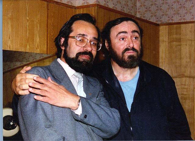 Название: Каслин и Паваротти в обнимку (2) (640x465).jpg Просмотров: 1985  Размер: 259.1 Кб