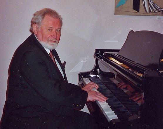 Название: фото шурина за роялем.jpg Просмотров: 670  Размер: 39.7 Кб